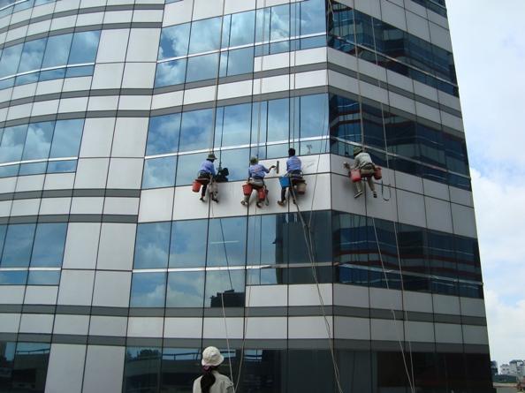 Dịch vụ lau kiếng cao ốc, lau kính tòa nhà